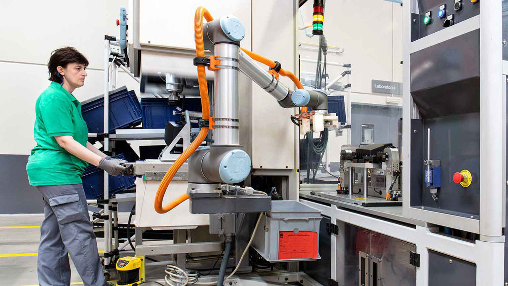 Cobots work in collaboration with workers