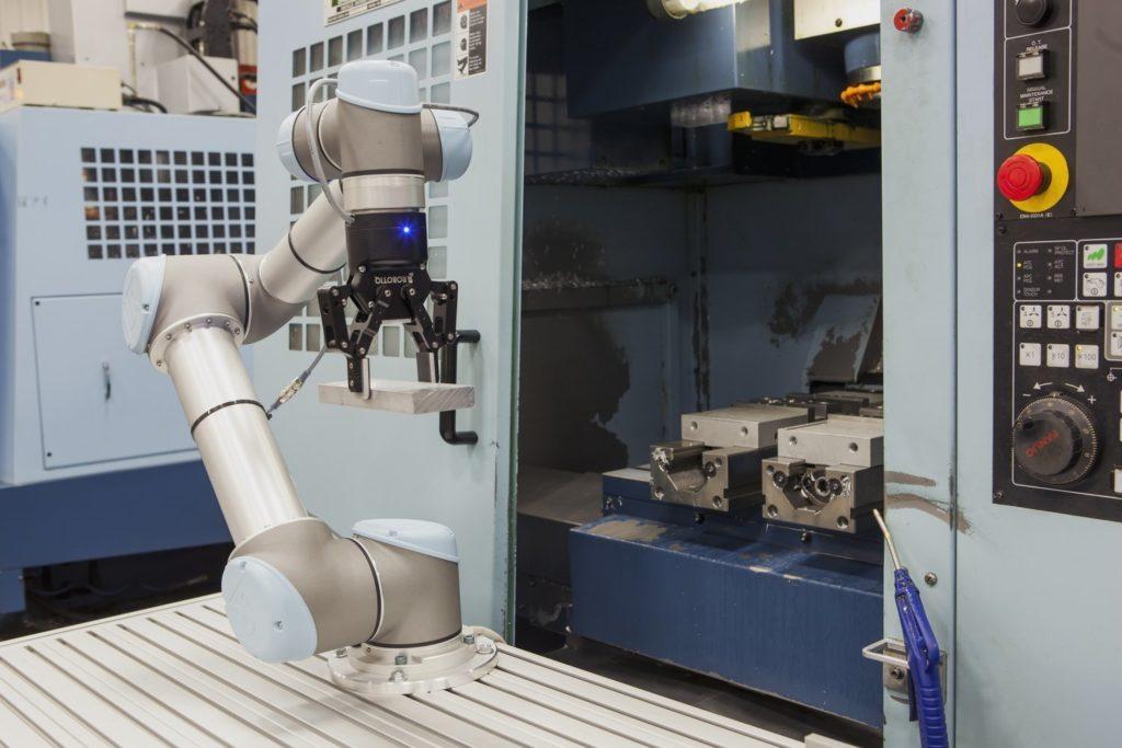 Robotiq's 2-finger electric gripper feeding a CNC machine